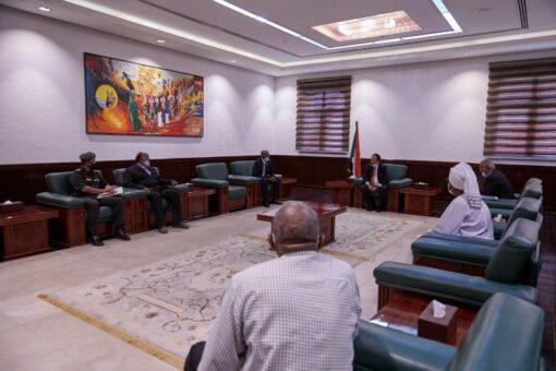 د. حمدوك يُوجه مؤسسات الدولة للاهتمام بمعاشيي القوات المسلحة