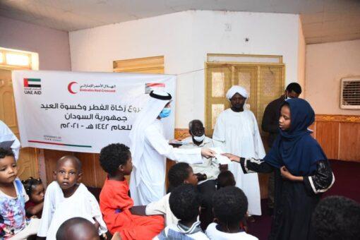 سفارة الإمارات بالخرطوم تنفذ مشروع توزيع كسوة العيد وزكاة الفطر