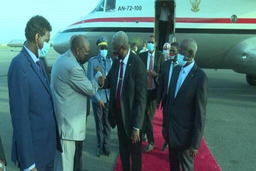 عضو مجلس السيادة الإنتقالي الفريق ياسر العطا يصل جيبوتي