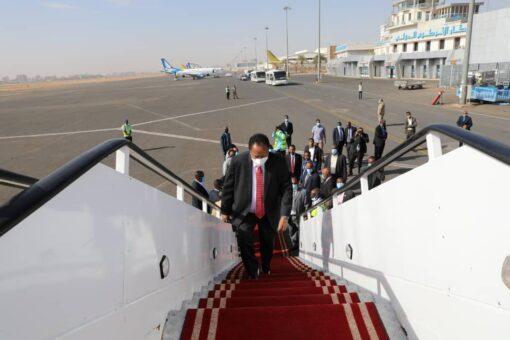 رئيس الوزراء يغادر إلى باريس للمشاركة في مؤتمر باريس
