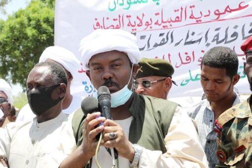 والي القضارف يحي القوات المسلحة بالفشقة