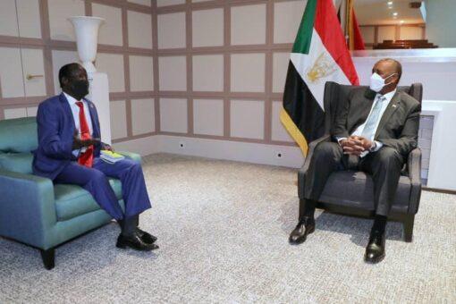رئيس مجلس السيادة الانتقالي يلتقي نائب رئيس جنوب السودان