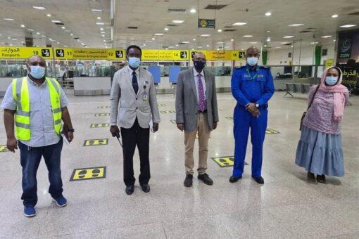 وزير الصحة يقف على تجهيزات الحجر الصحي بمطار الخرطوم