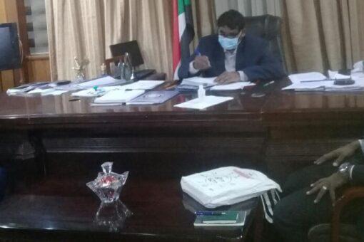 وزير الصناعة يؤكد اهتمام وزارته بتطوير القطاع الصناعي