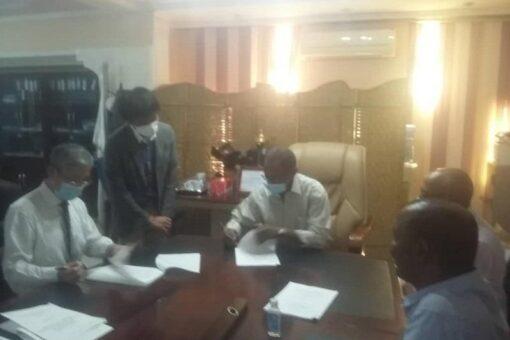 التوقيع على اتفاقية تنفيذ مشروع المدن النظيفة