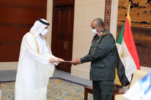 رئيس مجلس السيادة يتسلم رسالة خطية من أمير دولة قطر