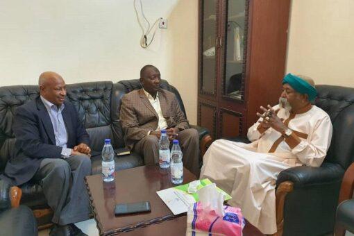 الأمين العام للمركز الإفريقي لدراسات الحوكمةيمتدح إسهام سفير (اليونسكو) للسلام
