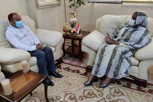 وزيرة الخارجية تستقبل السفير الهندي