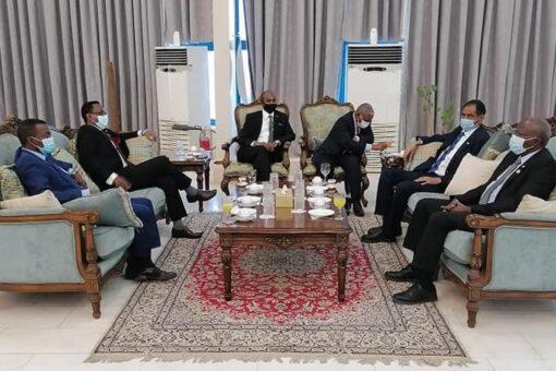 وزير التنمية العمرانية والطرق و الجسور يتوجه الى تركيا