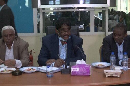 وزير الصناعة يؤكد الحرص على توفير متطلبات مشاريع السكر