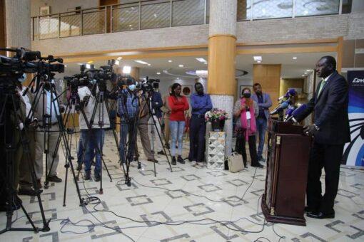 مطوك يسلم وفد الحكومة مسودةالإتفاق الإطاري ورفع المفاوضات للإثنين
