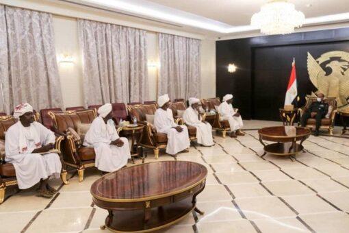 البرهان يشيد بمجهودات الإدارة الأهلية في تحقيق السلام