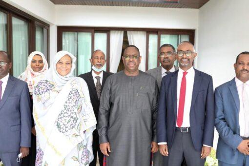 وزيرة الخارجية تجري مباحثات مع الرئيس السنغالي