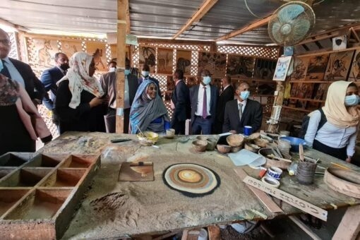 لدى زيارتها غوري وزيرة الخارجية: سيظل الرق جرحا مؤرقا للإنسانية.