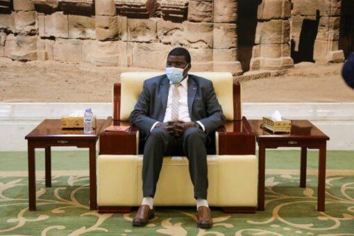 حجر يدعو السودانيين لطي ملف الماضي ونبذ العنصرية والجهوية والقبلية