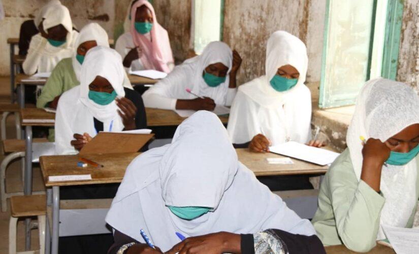 مديرة الأساس بالنيل الأبيض تتفقد مراكز الامتحانات بمحلية السلام الحدودية