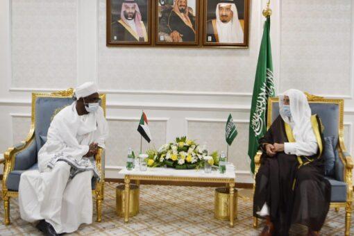 مفرح يلتقي رئيس جامعة أم القرى بمكة المكرمة