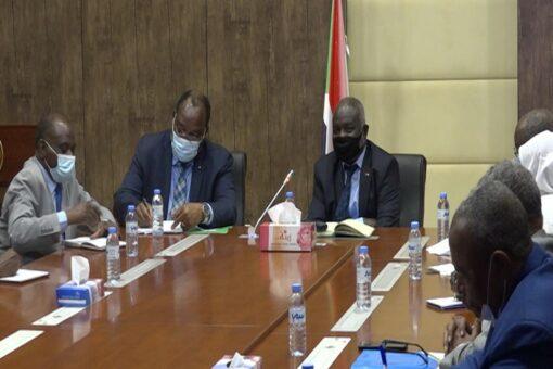 وزير المالية يلتقي المدير التنفيذي للمجموعة الافريقية للبنك الدولي