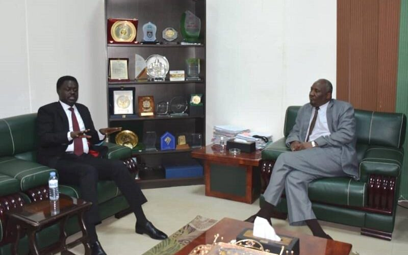 النائب العام المكلف ومناوي يبحثان قضايا العدالة الإنتقالية.