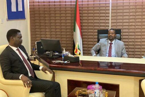 وزير الطرق ومناوي يتفقان على تنفيذ مشروعات طرق بدارفور