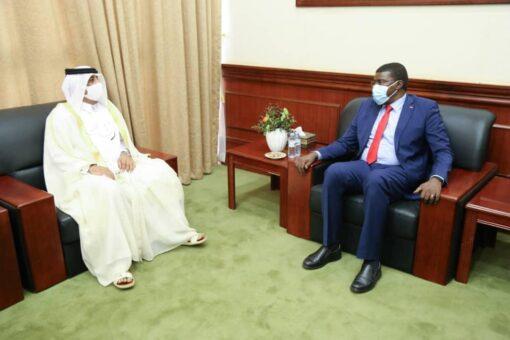 عضو مجلس السيادة الطاهر حجر يلتقي السفير القطري بالخرطوم