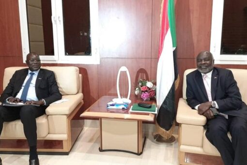 وزير المالية يلتقى نظيره بدولة جنوب السودان