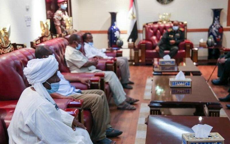 رئيس مجلس السيادة يلتقي ضباط وضباط صف المفصولين تعسفيا
