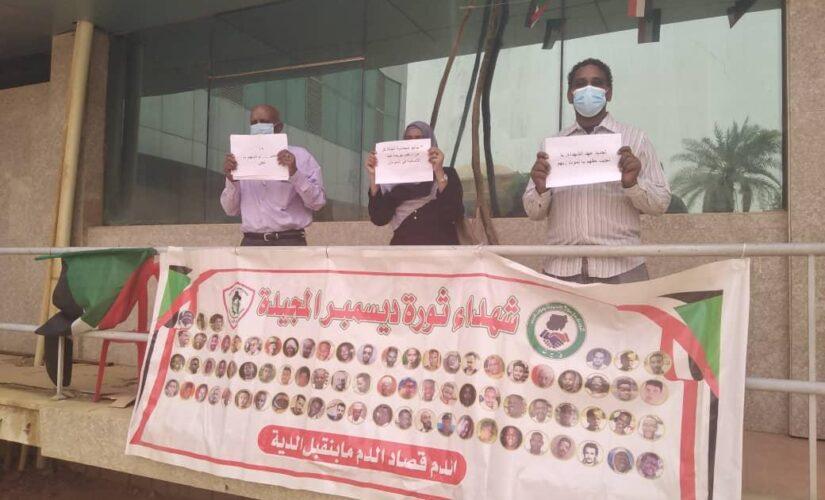 تنسيقيةالمعمل القومي للصحة تنظم وقفة تضامنية لذكرى مجزرة فض الاعتصام