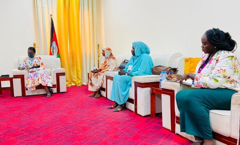 وفد الأجندة النسوية يسجل زيارة لوزير ة الدفاع بجنوب السودان