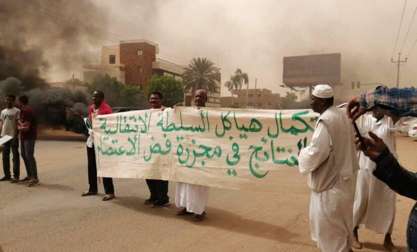احياءا لذكرى شهداء الثورة مسيرات هادرة امام مجلس الوزراء