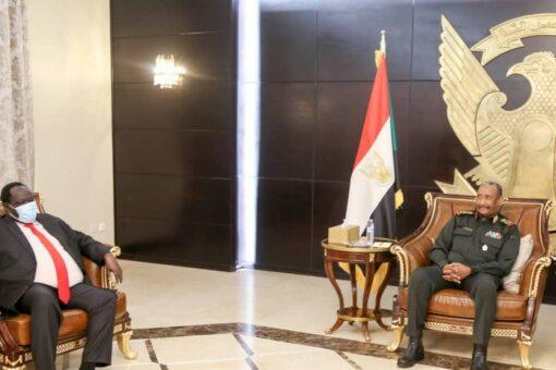 البرهان يؤكد التزام السودان بتطوير العلاقات مع جنوب السودان