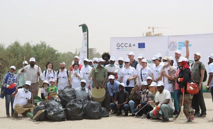 سفراءالاتحاد الاوربي يشاركون السودانين بحملات النظافة في اليوم البيئة العالمي