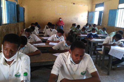 مدير التعليم يقرع جرس إمتحانات الأساس بمدرسة الكباشي محليةبحري