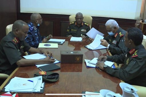 الفريق العطا يرأس اجتماع لجنة معالجة اختلالات مسارات اتفاق جوبا