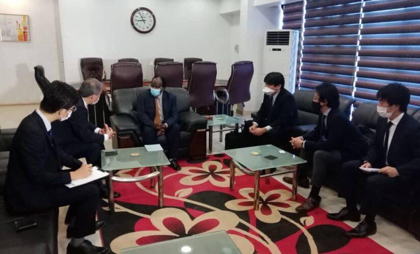 وزيرالاستثمار يبحث مع سفير اليابان فرص الاستثمار بالبلاد