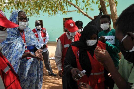 الهلال الأحمر بالخرطوم يدشن حملة تعقيم المدارس