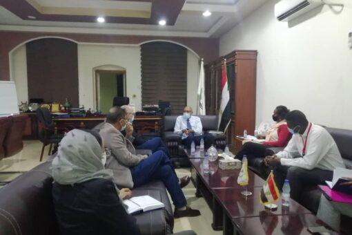 وزير الصحة يثمن جهود رعاية الطفولة لدعمها النظام الصحي بالبلاد
