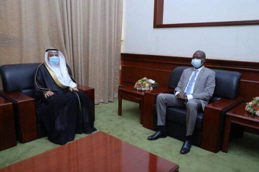 الهادى إدريس يبحث مع السفير السعودي آفاق التعاون المشترك