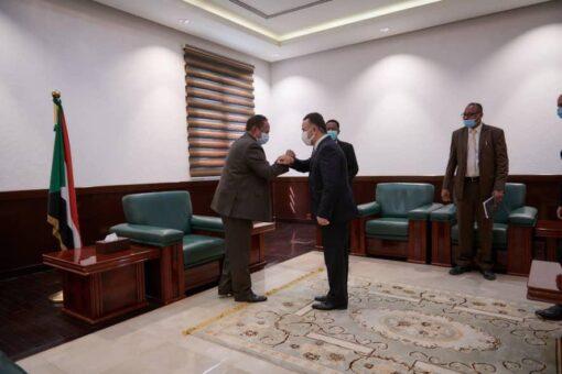 حمدوك يوجه بإستئناف العمل في مشروع مطار الخرطوم الجديد