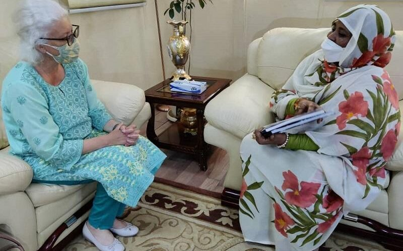 وزيرة الخارجية تلتقي بالمدير القطري لـ(إيفاد)