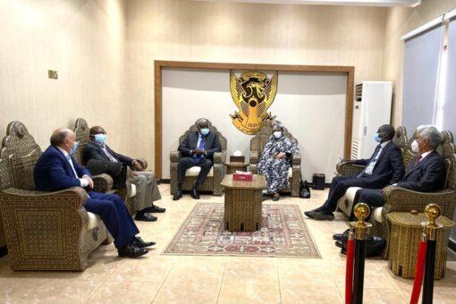 مريم الصادق تلتقي برئيس مفوضية الاتحاد الأفريقي موسي فكى