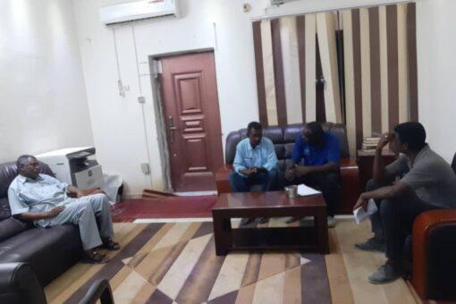 تنفيذي ابوحمد يطمئن علي سير العمل في كهرباء جنوب الشريك