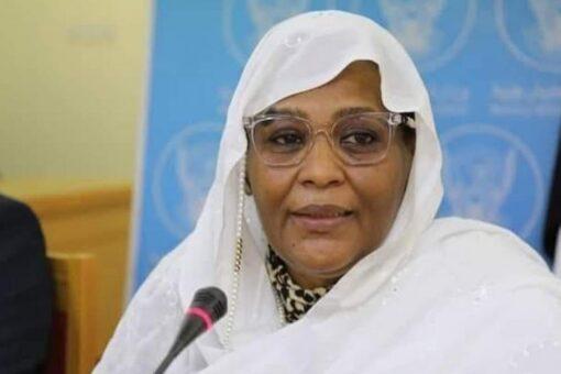 وزيرة الخارجية تطمئن على المنتخب الوطني بقطر