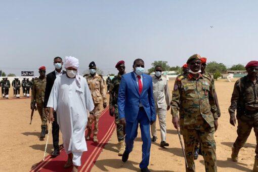 عضو المجلس السيادي الطاهر حجر يجتمع باللجنة الأمنية بجنوب دارفور