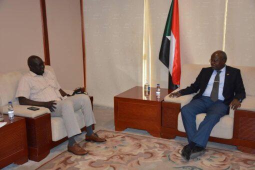 السودان وجنوب السودان يسعيان الي تطوير التعاون النفطي