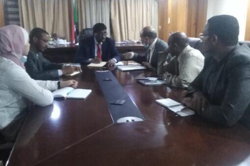 وزير الصناعة يؤكد الاهتمام بالنهوض بقطاع صناعة الأسمنت