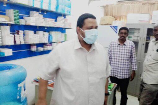 مدير وزارة الصحة بالجزيرةيقف على إحتياجات مركز الحاجة ثريا للكلي