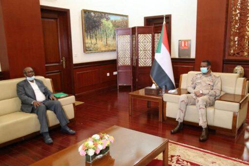 النائب الأول لرئيس مجلس السيادة يطلع على الأوضاع بمشروع الجزيرة