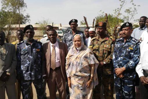 وزيرة التعليم العام الإتحادية تزور الشواك