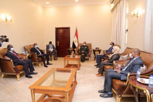 البرهان يطلع على جهود آلية مراقبة وتقييم اتفاقية جنوب السودان